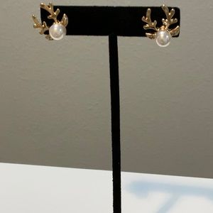 New trendy jewels boutique  pearls earrings